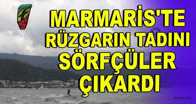 Marmaris'te rüzgarın tadını sörfçüler çıkardı
